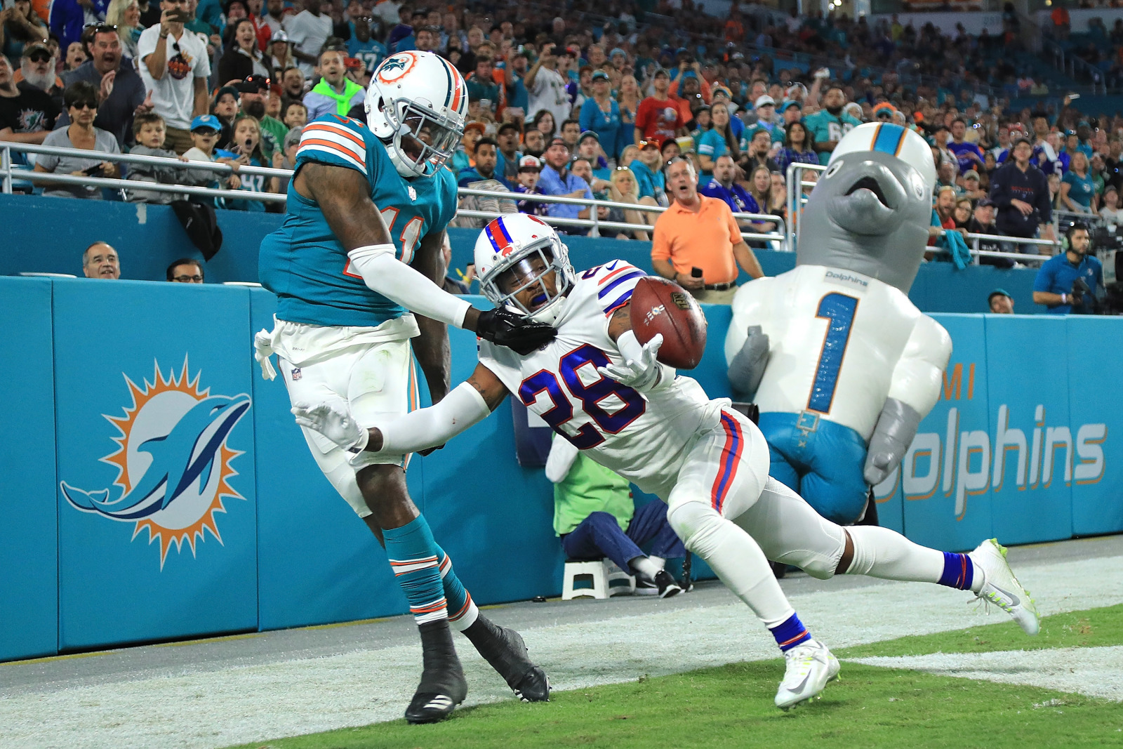 Buffalo Bills: What do they gain by bringing back Gaines for the third time?
